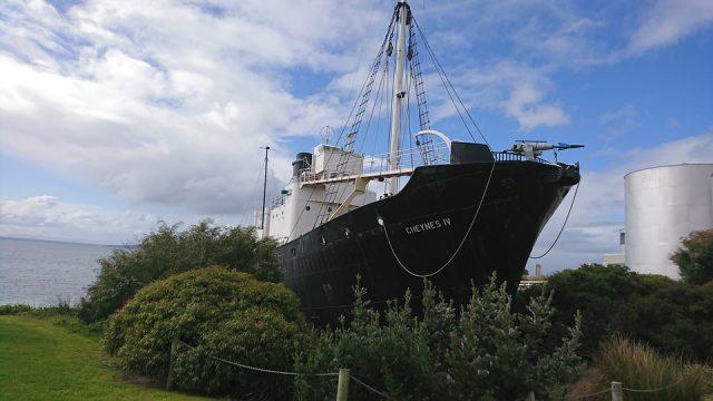 Altes Walfangschiff auf dem Trockenen