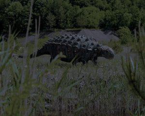 Ein flacher, stachelbewehrter und stark gepanzerter Dinosaurier