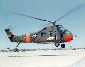 Foto eines sehr altmodisch aussehenden Hubschraubers