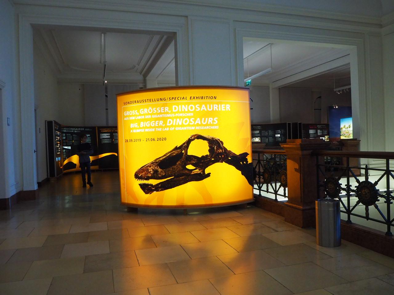 Eingang der Sonderausstellung zu den Dinos in Bonn